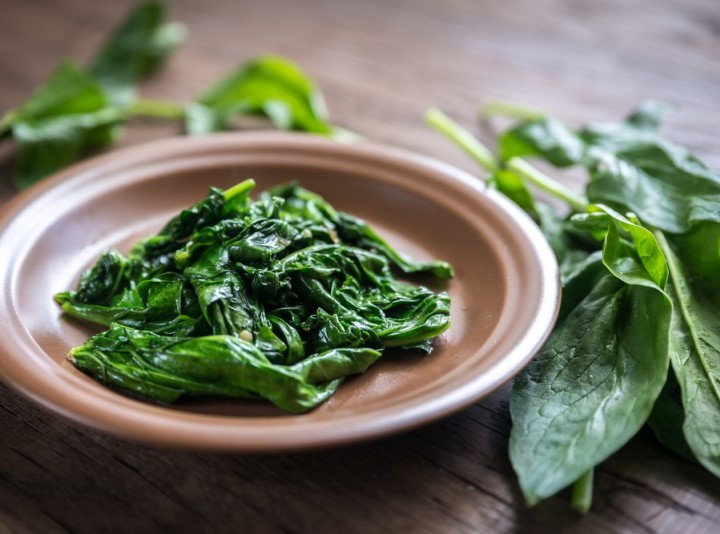 cooked spinach is a healthy food high in iron