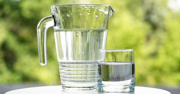 Water is one of the best detoxifying foods
