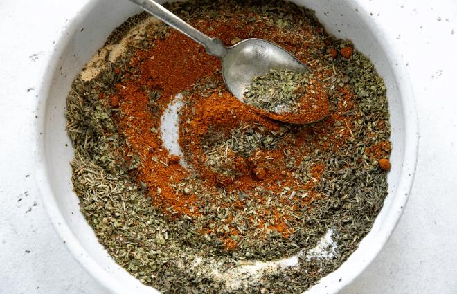 poultry seasoning in bowl